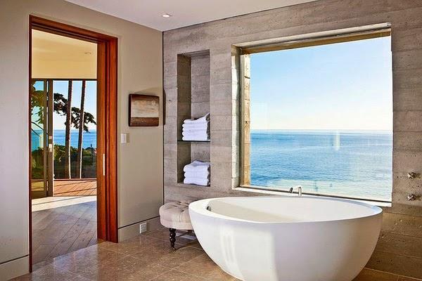 Phòng tắm với những khung cửa gỗ tự nhiên