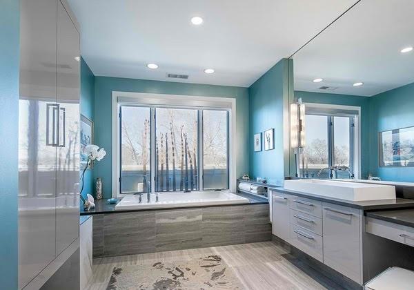 Phòng tắm có màu xanh của biển